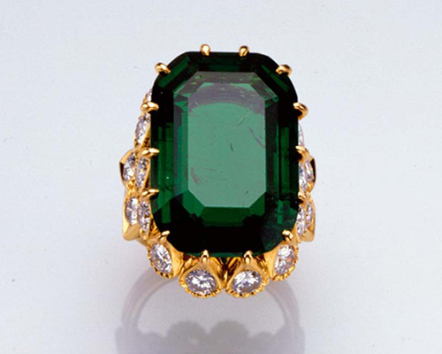 A 19.77ct cushion-cut emerald, CARTIER. Edward presented Wallis Simpson with an engagement ring shortly after his abdication in December 1936
