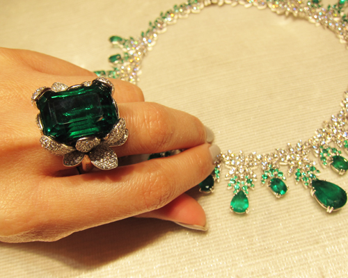 Emerald and diamond ring from the Ghirlanda Elizabeth collection, PASQUALE BRUNI