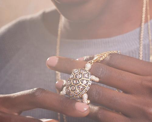 Turtle locket amulet with diamonds on 18k gold from Mythology collection