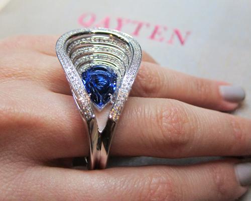 Museo ring with tanzanite and diamonds, QAYTEN