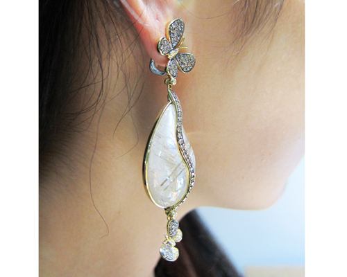 Madame Butterfly earring in yellow gold with champagne and white diamonds and mother-of-pearl, MORAGLIONE