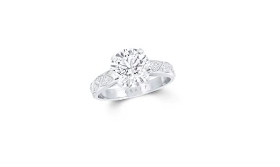 Laurence-graff-signature-diamond-engagement-ring