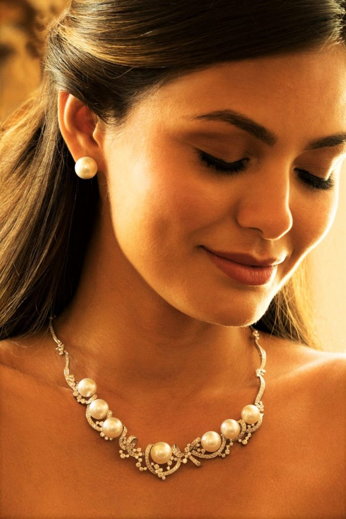 Jewelmer pearl earrings and necklace bridal