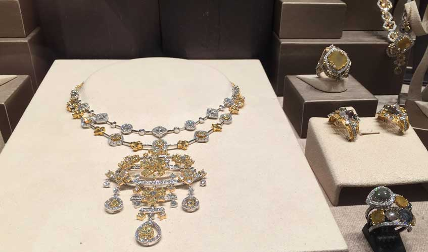 Oriental-inspired necklace with yellow and white diamonds, DILYS'
