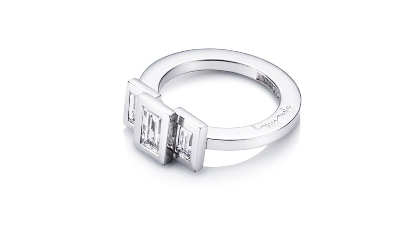 Wedding Queen ring in white gold with baguette cut diamonds