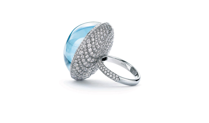 Ring of an oval cabochon aquamarine with round diamonds