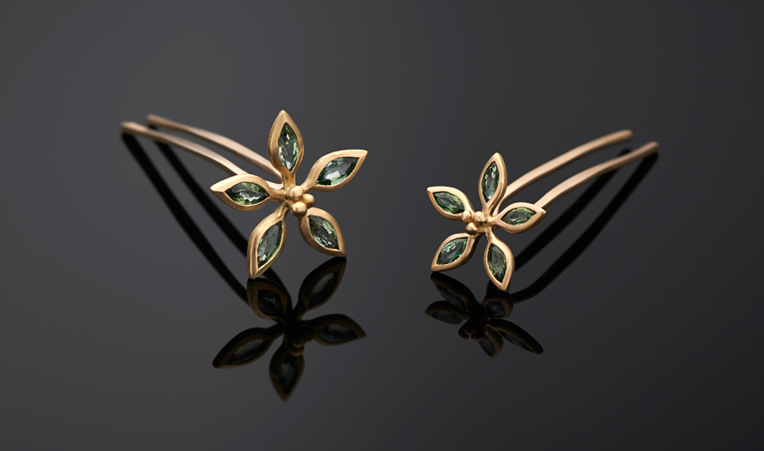 Flower hairpins in 18k gold, each set with five green sapphires, JO THORNE