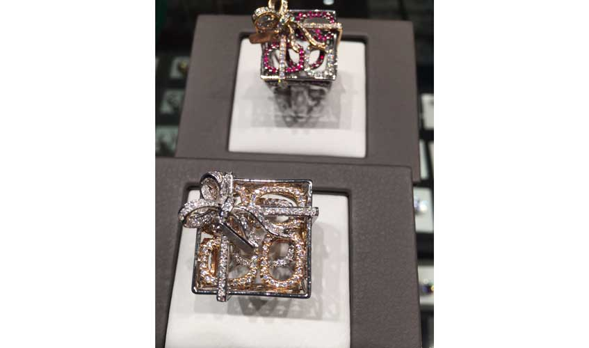 Gift-inspired three-dimensional rings for the festive season, CARATELL