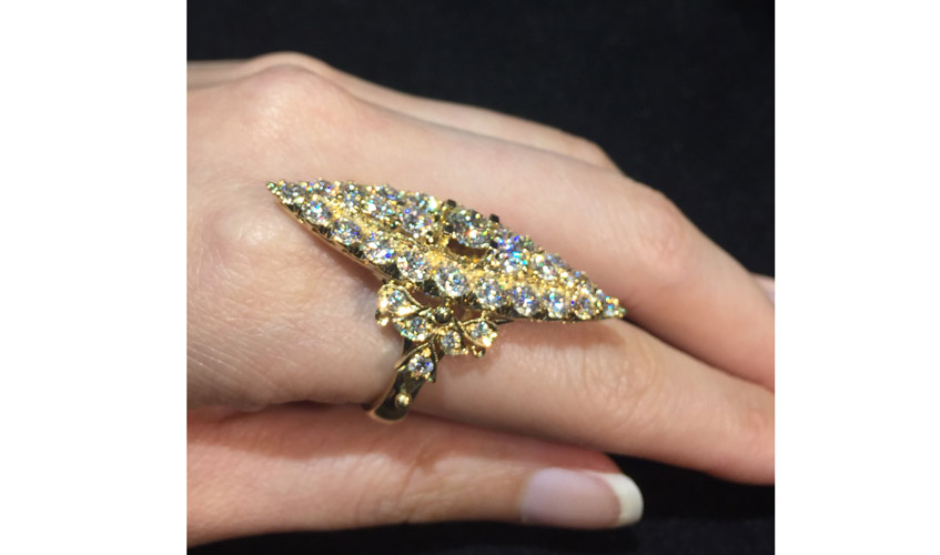 Peranakan design ring with dazzling diamonds on 18k yellow gold