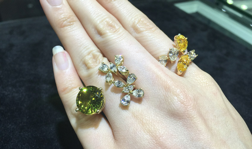 Latest releases by Zydo featuring rings that consist of green sapphires, yellow and white diamonds