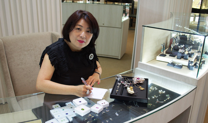 style-esther-ho-working