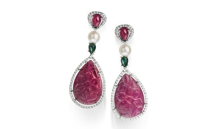 Earrings in white gold with diamonds, pearls, rubies, emeralds and two pear-shaped carved rubies